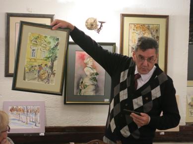Predsednik R.C. Novi Sad vrši aukciju slika